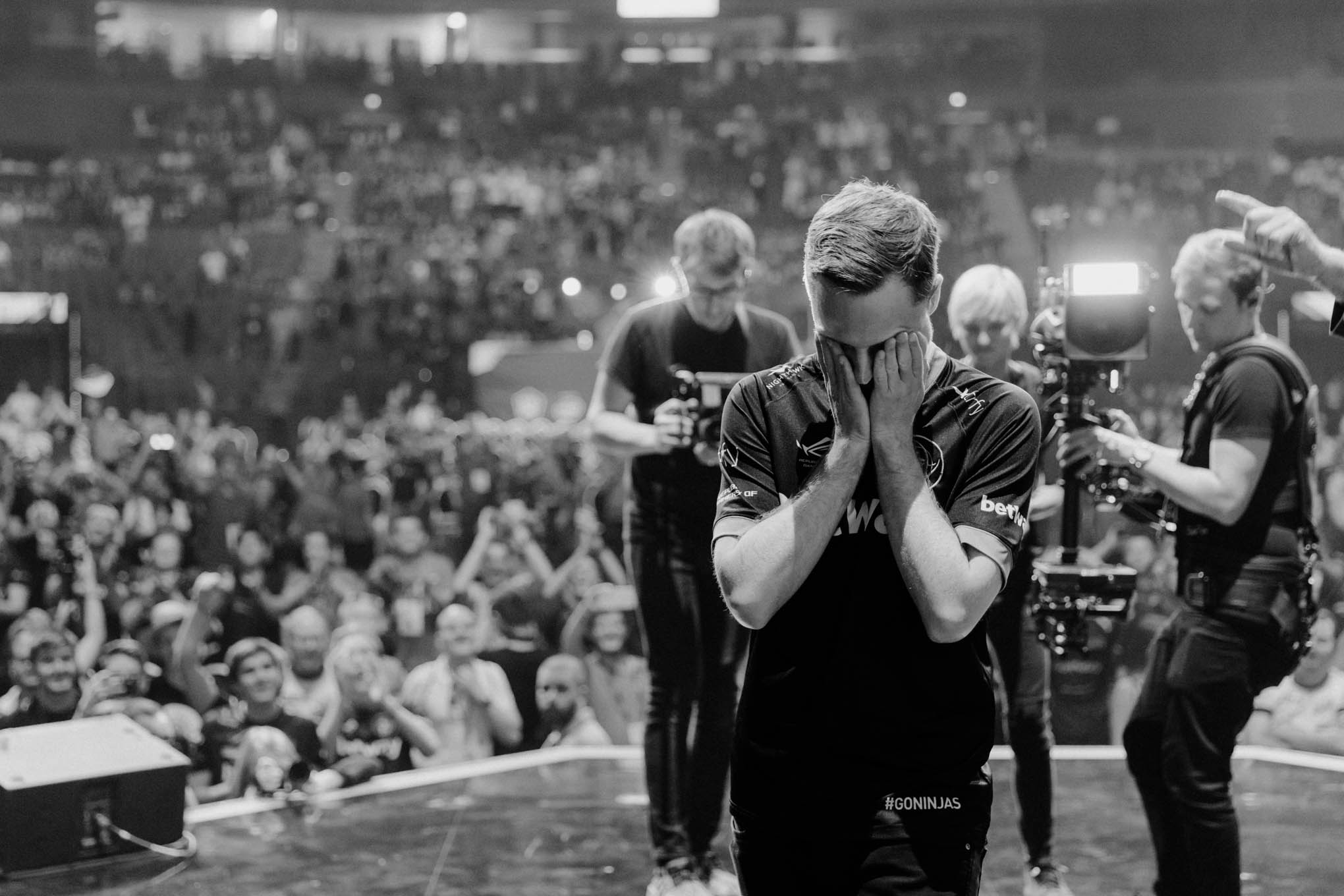 E-Sport Photography in black and white on Stage